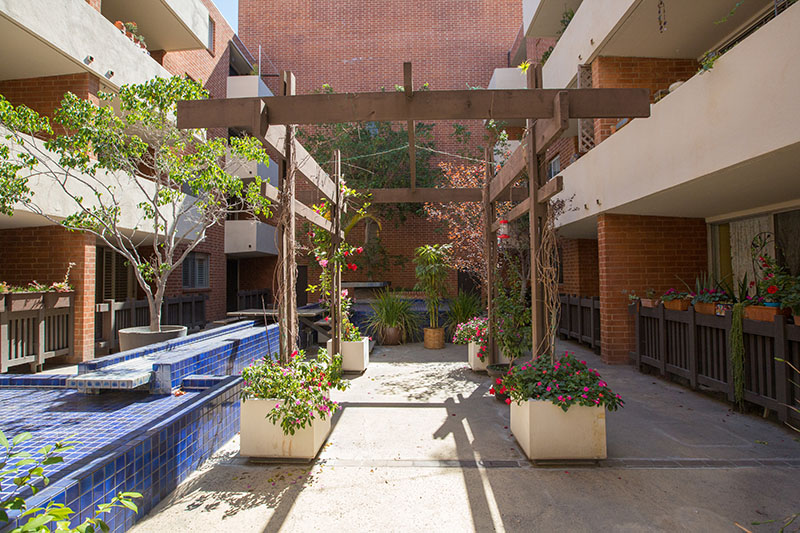 BRENTWOOD CONDO WITH WOW-FACTOR - REMODELED WITH BALCONY & AMENITIES