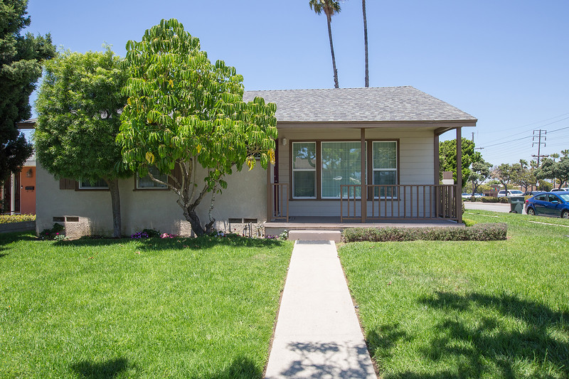 BEAUTIFULLY REMODELED TORRANCE HOME - EXCELLENT LOCATION - HUGE FRONT AND BACK YARD