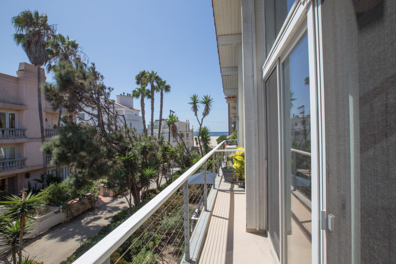 OCEAN VIEW BALCONY! 2BD + LOFT PRIVATE ROOFTOP PATIO! STEPS TO THE SANDY BEACH! STEPS TO THE CANAL! WOW!