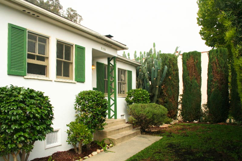 Sunny 1940's Bungalow | Huge & Lush Private Garden | An Urban Farmer's Dream | Near Atwater Cafes