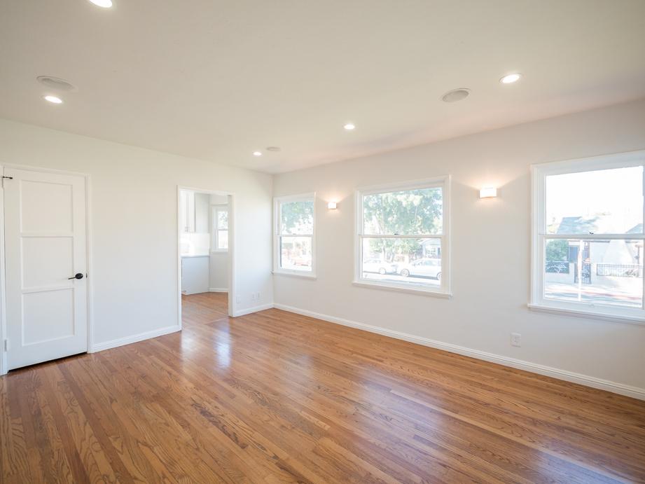 Modern Duplex | Backyard | New Appliances | Dog-Friendly!