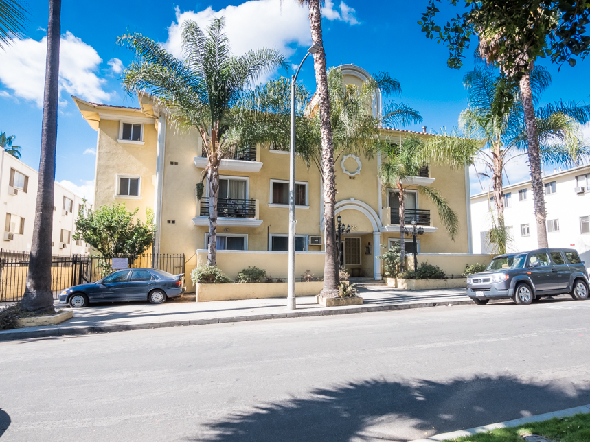 Franklin Village 1Bedroom | View of Hollywood Sign & Capitol Records | 1 Off Street Parking Spot