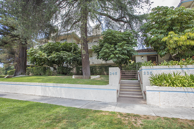 Gorgeous Upscale Condo in Peaceful Pasadena Neighborhood