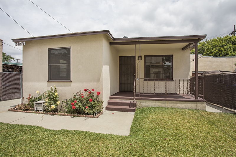 The Ideal Single Family Back House | Spacious & Bright | Front Yard and Large Back Patio!