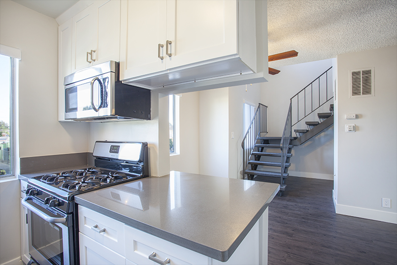 Gorgeous! Spacious 2 Story Townhouse- Luxe- Modern - Sleek - Stainless Kitchen - Washer/Dryer Hookups