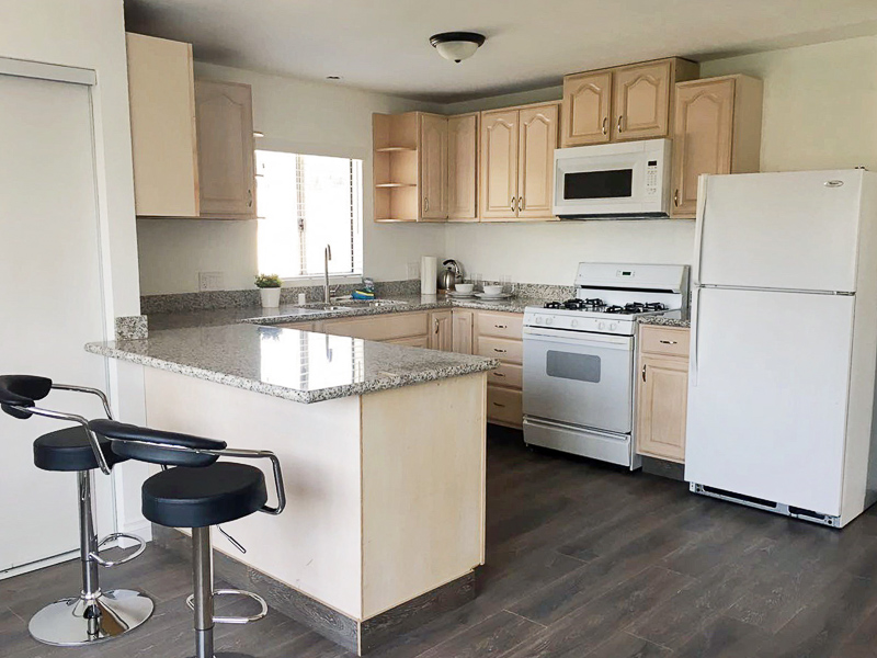 Holy Guacamole!  Ginormous  2B/2B - Decked Out Kitchen - W/D - Central Locale
